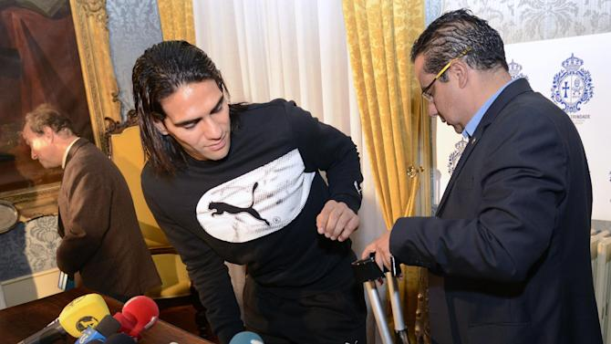 Radamel Falcao leaves hospital after knee surgery