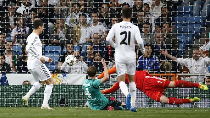 Real Madrid's Ronaldo scores a goal past Schalke 04's goalkeeper Fahrmann and Howedes during their Champions League last 16 second leg soccer match in Madrid