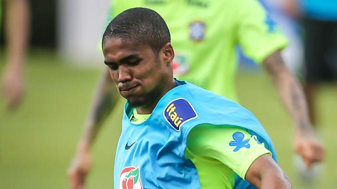 Brazil recalls Douglas Costa, Marcelo and Casemiro for Argentina clash