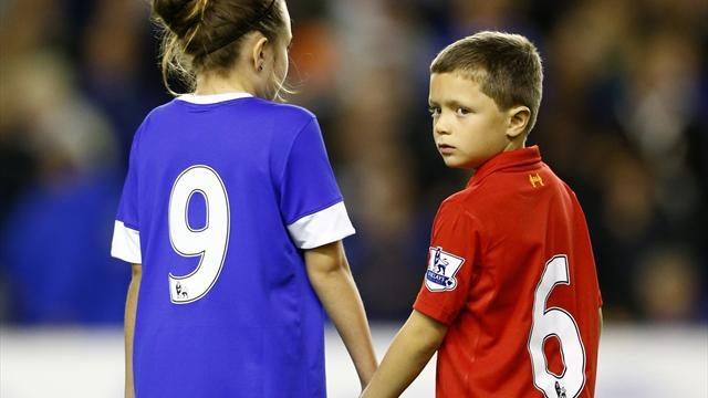 Video: Everton pay tribute to Hillsborough victims