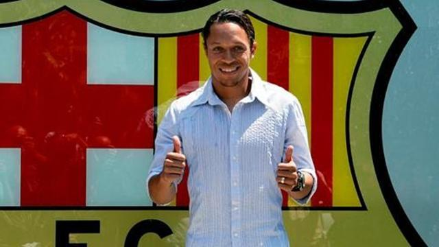 Football - Adriano injury adds to Barca defensive woes