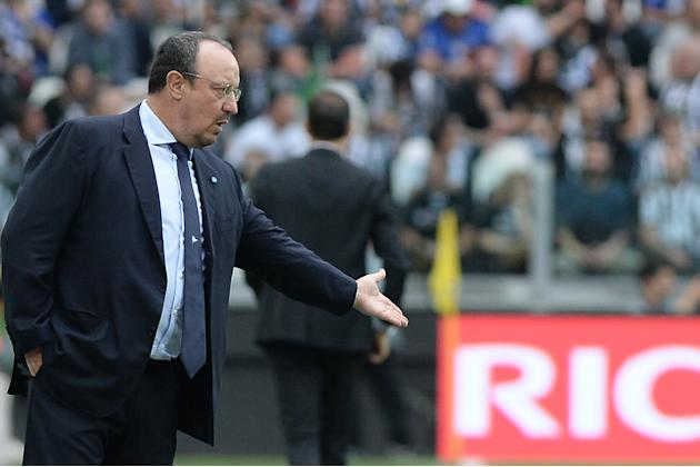 Napoli coach Rafael Benitez gives instructions to his players during a Serie A soccer match between Juventus and Napoli at the Juventus stadium, in Turin, Italy, Saturday, May 23, 2015. (AP Photo/Mass