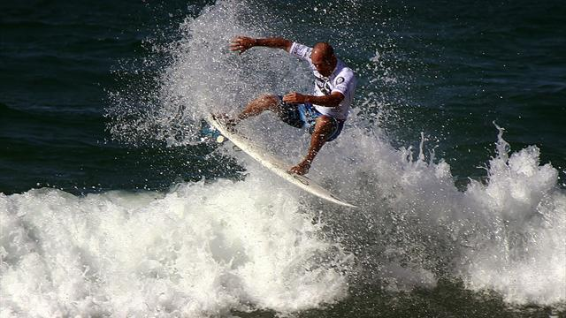 Surfing - Slater into last eight at Barra da Tijuca