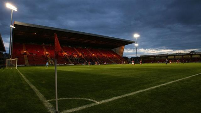 League One - Waters signs Crewe deal
