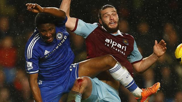 Premier League - Chelsea lose ground on leaders as Hammers hold firm