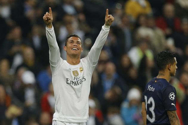 El jugador de Real Madrid, Cristiano Ronaldo, festeja un gol contra Malmo en la Liga de Campeones el martes, 8 de diciembre de 2015, en Madrid. (AP Photo/Francisco Seco)