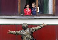 A Ukrainian soldier gestures as he talks with children in the small eastern Ukrainian city of Popasna on August 18, 2014