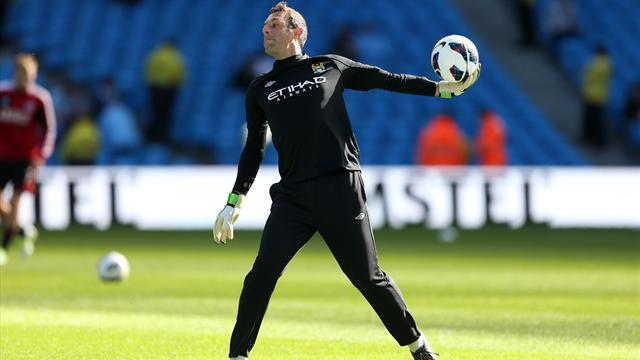 Premier League - New deal for Man City keeper Wright