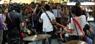 Giniling Festival launches new EP in a shoe store. (Photo by Francis Brew)
