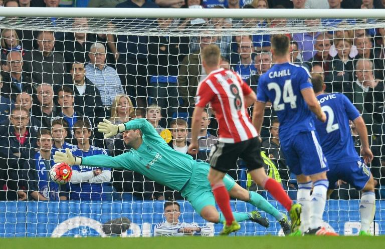 Southampton's Steven Davis (C) scores a goal past Chelsea's goalkeeper Asmir Begovic during their English Premier League match, at Stamford Bridge in London, on October 3, 2015