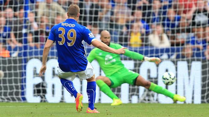 Premier League - Everton held by plucky Leicester