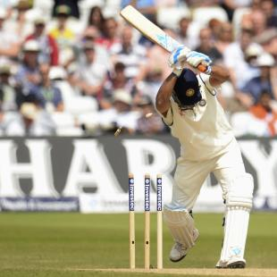 1st Test Live: England soar on Dhoni's wicket