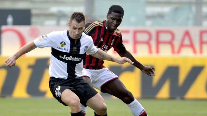 AC Milan's Zapata fights for the ball with Parma's Cassano during their Italian Serie A soccer match at the Tardini stadium in Parma