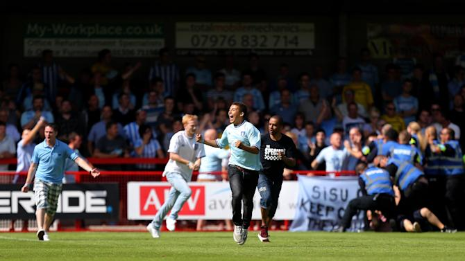 Soccer - Sky Bet League One - Crawley Town v Coventry City - Broadfield Stadium