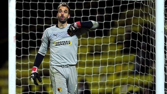 Championship - Almunia signs new one-year contract