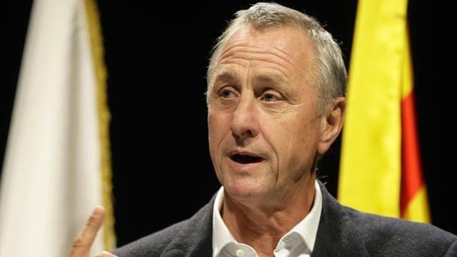 Liga - Cruyff: Atletico deserve to win title