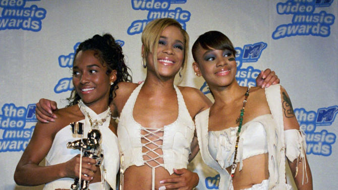 "FILE - In this Sept. 7, 1995 file photo, the band TLC, from left, Rozanda ""Chilli"" Thomas, Tionne ""T-Boz"" Watkins and Lisa ""Left Eye"" Lopes, pose for photographers backstage at New York's Radio City Music Hall during the 12th Annual MTV Video Music Awards. TLC won in the Best R&B Video, Viewer's Choice and Best Video of the Year  categories for ""Waterfalls."" For R&B singer Tionne ""T-Boz"" Watkins, it has been a rocky road since the 2002 death of Lisa ""Left Eye"" Lopez. Now, she puts her life on display through her new reality show, ""Totally T-Boz,"" an hour-long, four-episode series that airs on cable network TLC on Tuesdays, beginning Jan. 1, 2013. (AP Photo/Paul Hurschmann, File)"
