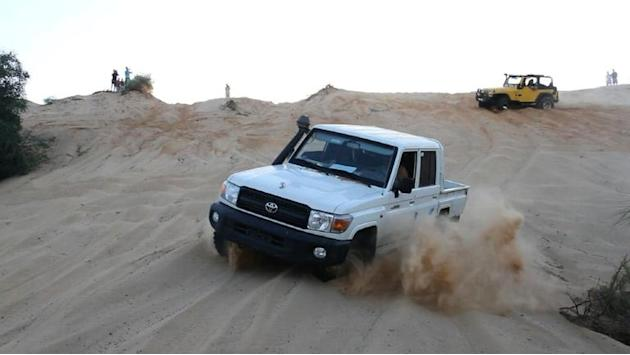 Far from Libya's chaos, drivers battle it out in dunes