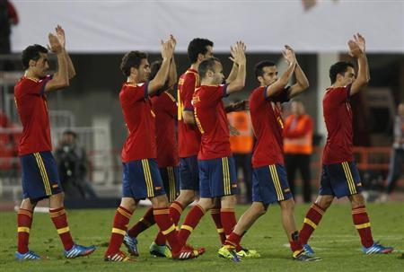Spain's players applaud to supporters after their 2014 World Cup qualifying soccer match against Belarus in Spain
