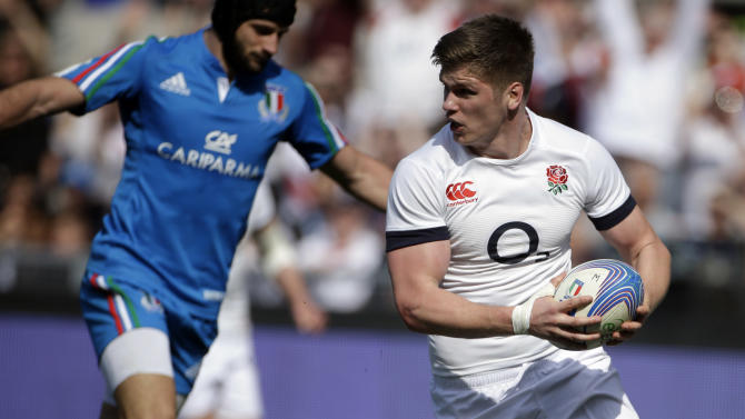 England's Owen Farrell, right, runs to score a try during the Six Nations Rugby Union match between Italy and England at Rome's Olympic stadium, Saturday, March 15, 2014. (AP Photo/Gregorio Borgia)