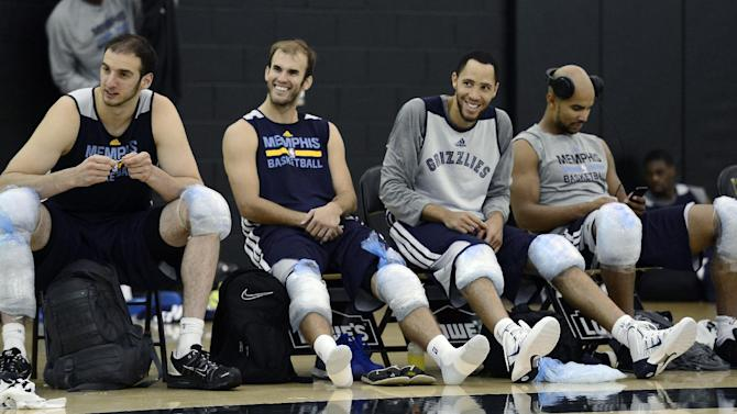 CORRECTS ID AT RIGHT TO JERRYD BAYLESS, NOT MIKE CONLEY - Memphis Grizzlies, from left, Kosta Koufos, Nick Calathes, Tayshaun Prince and Jerryd Bayless ice their knees during NBA basketball training camp on Wednesday, Oct. 2, 2013, at Vanderbilt University in Nashville, Tenn
