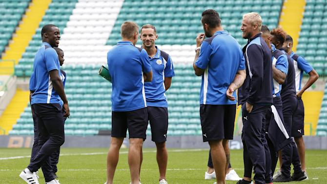 Leicester City's Danny Drinkwater and teammates before the game