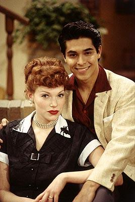 """Fez (Wilmer Valderrama, R) and Donna (Laura Prepon, L) pose as the classic sitcom couple Lucy and Desi on the """"Fez Dates Donna"""" episode of Fox's That 70s Show"""