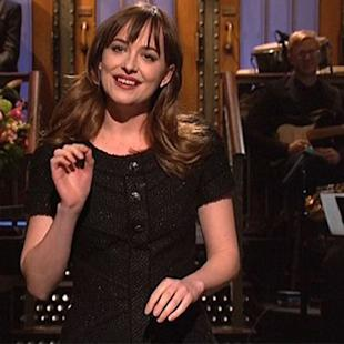 'SNL' Host Dakota Johnson Has Another Awkward Exchange With Her Famous Parents (Video)