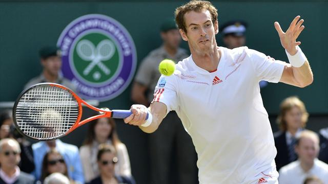 Wimbledon - Murray beats Robredo in straight sets