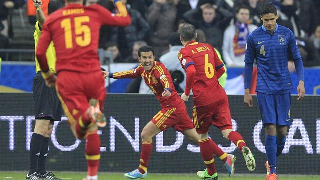 World Cup - Pedro helps Spain knock France off top