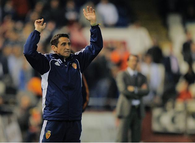 Real Zaragoza's coach Manolo Jimenez reacts during the Spanish league football match between Valencia CF and Real Zaragoza at the Mestalla stadium in Valencia on March 21, 2012