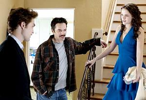 Robert Pattinson, Billy Burke, and Kristen Stewart | Photo Credits: Summit Entertainment