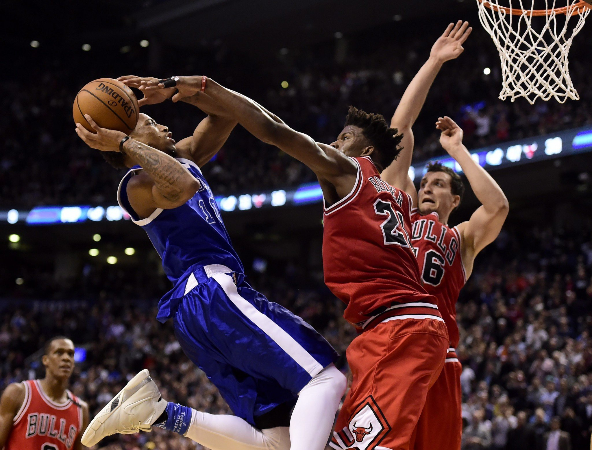 DeMar DeRozan and Jimmy Butler went toe-to-toe on Tuesday in a matchup of two of the NBA's top shooting guards. (AP)