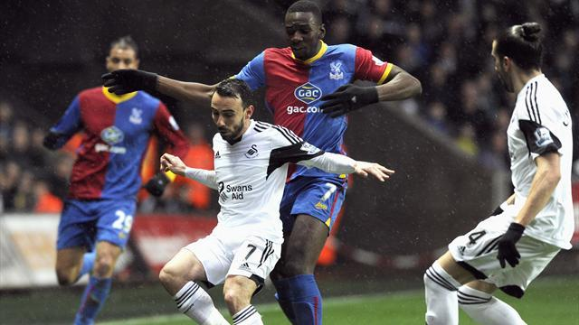 Premier League - Murray penalty secures point for Palace