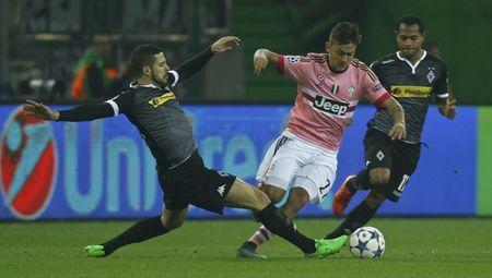 Moenchengladbach's Dominguez and Juventus' Dybala fight for the ball during their Champions League group D soccer match in Moenchengladbach