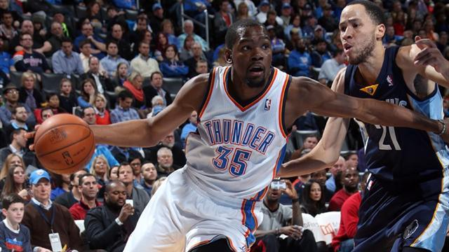 Basketball - Durant returns to form in win over Grizzlies
