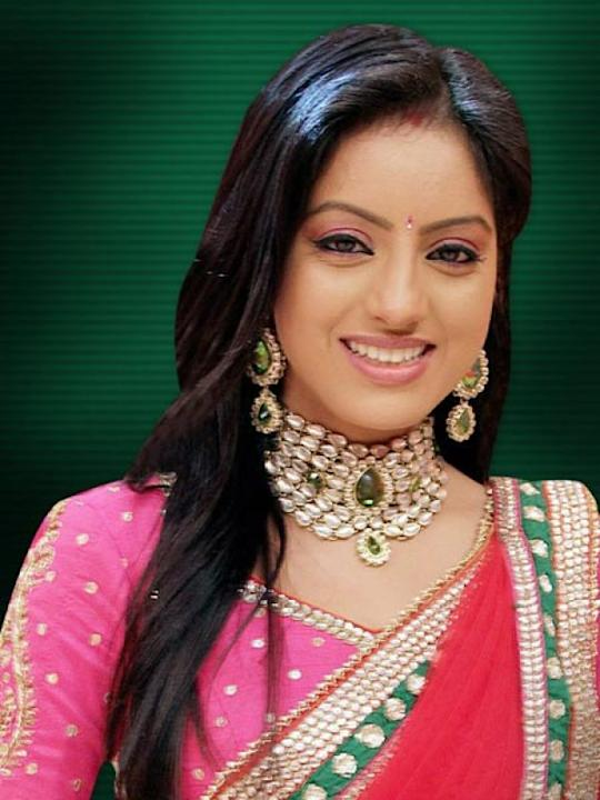 Images via : iDiva.com Deepika Singh (Sandhya) : Deepika makes a pretty bahu in Diya Aur Bati Hum. But the loud clothes have to go! Related Articles - Bigg Boss 6: Meet the Contestants TV Actors Who M