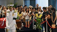 Mourners pay their respects to Singapore's late former prime minister Lee Kuan Yew where he lies in state at Parliament House in Singapore on March 27, 2015