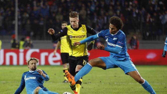 Zenit St Petersburg's Tymoshchuk and Witsel fight for the ball with Borussia Dortmund's Reus during their Champions League soccer match in St. Petersburg