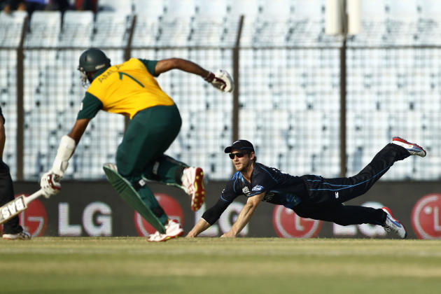 New Zealand's Kane Williamson, right, drives to break the wickets, as South Africa's Hashim Amla runs to make his ground during their ICC Twenty20 Cricket World Cup match in Chittagong, Bangla