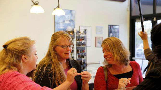 """Janelle, Christine, and Meri Brown shop for a ring for Robyn Sullivan, their soon-to-be Sister Wife on """"Sister Wives."""""""