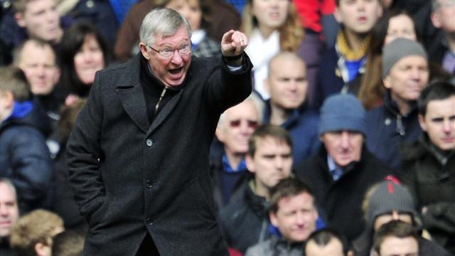 Premier League - Ferguson switches focus to City clash