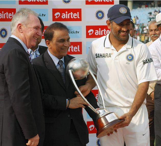 MS Dhoni poses with the Border-Gavaskar Trophy. Photo by PD Kanwar