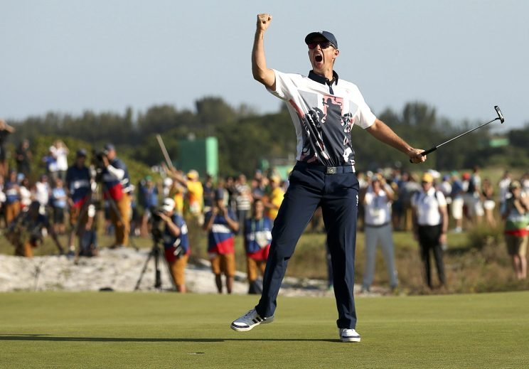 Justin Rose of Britain celebrates his gold medal win in the men's Olympic golf competition at the Rio Olympics on August 14, 2016. (REUTERS/Andrew Boyers)