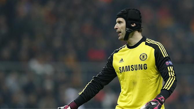 Football - Petr Cech welcomed by new team-mates