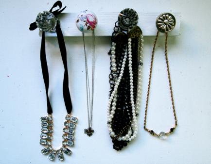DIY Door Knob Jewelry Organizer by Glitter'N Glue