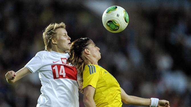 Poland's Jolanta Siwinska, left, during a header duel with Sweden's Lotta Schelin in the ladies' football World Championships qualification match at Swedbank Stadium in Malmo, Sweden, Saturday September 21, 2013. (AP Photo / Scanpix Sweden / Bjorn Lindgren)
