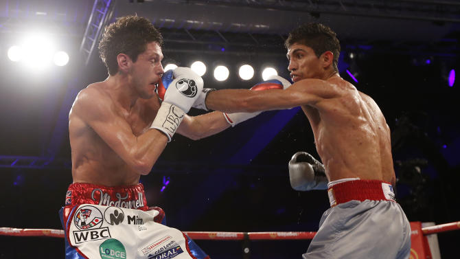 Gavin McDonnell in action with Rey Vargas