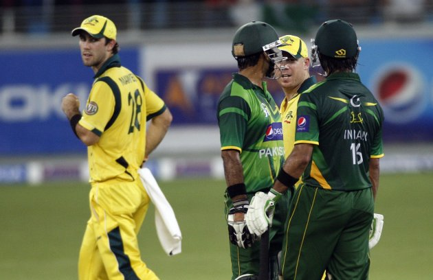 Latest funny cricket picture websites  statusnmessages