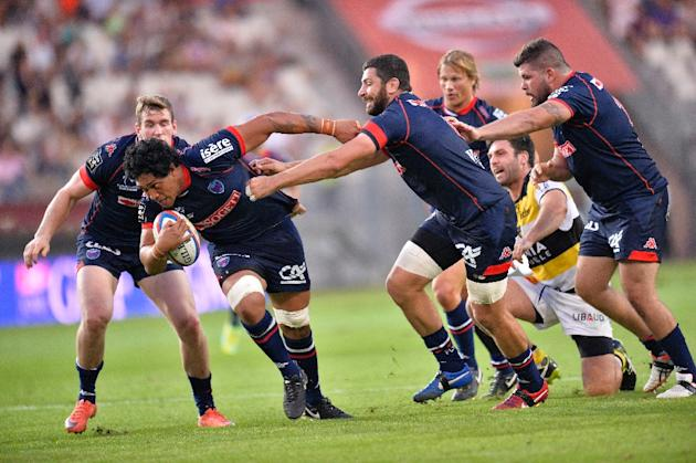 Grenoble's New Zealand flanker Steven Setephano (2-L) runs with the ball during the Top 14 rugby union match between Grenoble (FCG) and Stade Rochelais (SR) at the Stade des Alpes in Grenoble, cen